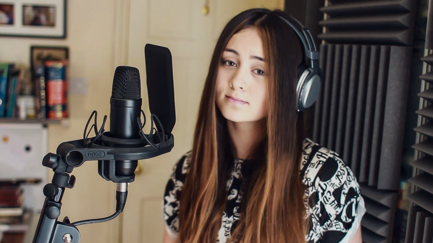 Chandelier - Sia (Cover by Jasmine Thompson) Lyrics - Meeko Spark TV
